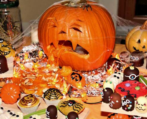 Kürbis spuckt Kürbiskerne, Halloween Decoration mit Bufett